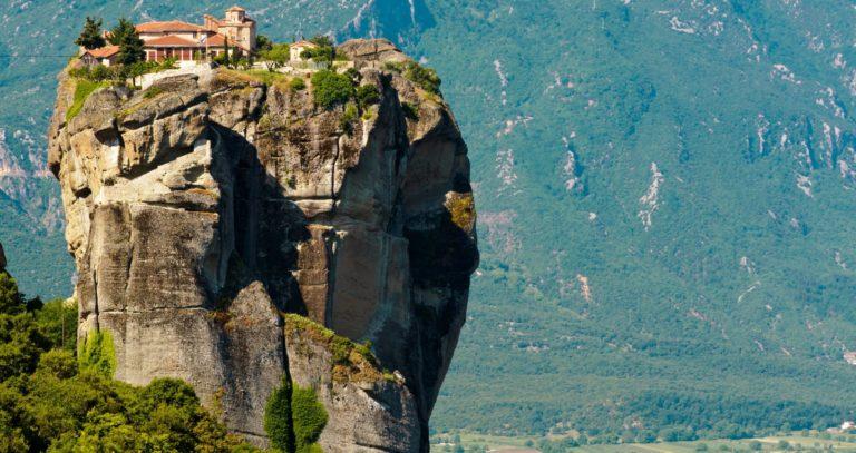 Athens tour to Meteora cliffs